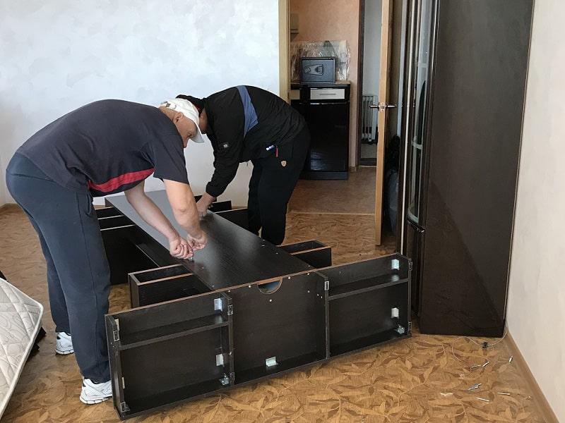 Перевозка мебели со сборкой и разборкой грузчиками